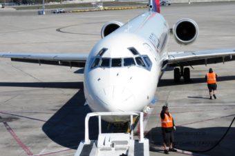 グアム便の飛行機が満席ですか?旅行代理店の情報をうのみにしてはいけません。