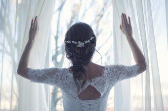 結婚式のヘアメイクをもっとフラットに考えてみませんか?自分でもご友人でもいいかも。